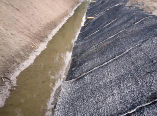 Erosioschutz bei Entwässerungsrinne