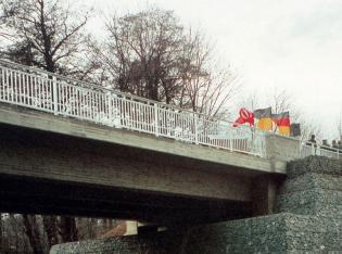 Brückenwiderlager aus Geokunststoffbewehrter Erde